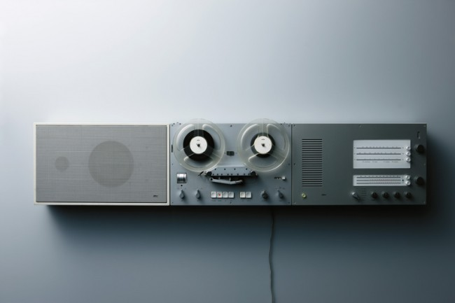 """L+M-13: Braun HiFi System, sog. """"Wandanlage"""", hier bestehend aus dem Steuergerät """"TS 45"""", dem Tonbandgerät »TG 60« und dem Lautsprecher »L 450« aus den Jahren 1964 / 1965, Design: Dieter Rams, Foto: Koichi Okuwaki"""