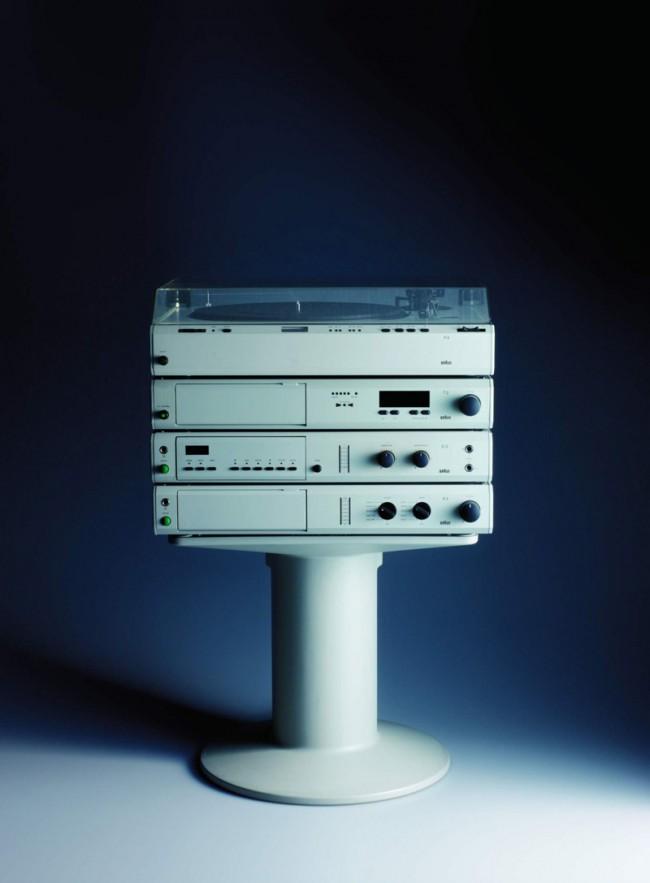 """L+M-29: Braun Modulares HiFi-Audio- und Videosystem """" »atelier« von 1982, Design: Peter Hartwein und Dieter Rams, Foto: Koichi Okuwaki"""