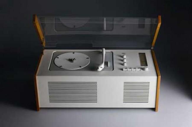 L+M-2: Braun Phonosuper »SK 4« von 1956, Design: Hans Gugelot und Dieter Rams, Foto: Koichi Okuwaki