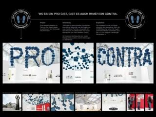 Pro und Contra. Im Auftrag der Lead Academy entwickelte Serviceplan eine Rauminstallation aus mehr als hundert Kugeln, die aus unterschiedlichen Perspektiven gegensätzliche Schriftzüge zeigen.