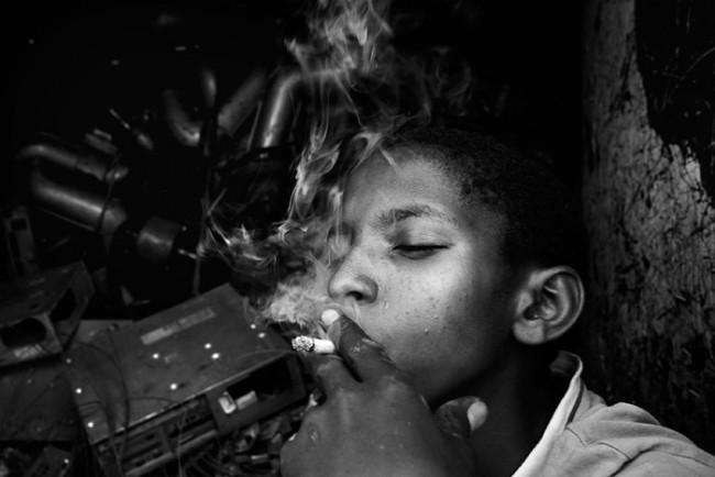 Bryan Anselm von der Western Kentucky University arbeitet an einer Dokumentation über die Jugend in Uganda.