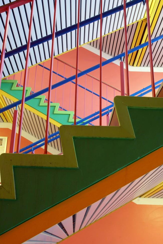 Poul Gernes: Treppenhaus in einer Schule in Gentofte, Dänemark | (C)Foto: Finn Thybo Andersen