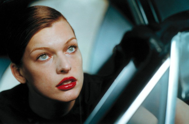 C/O Berlin | Peter Lindbergh: Milla Jovovich, VOGUE Italy, Downtown, Los Angeles, USA, 2000 © Peter Lindbergh