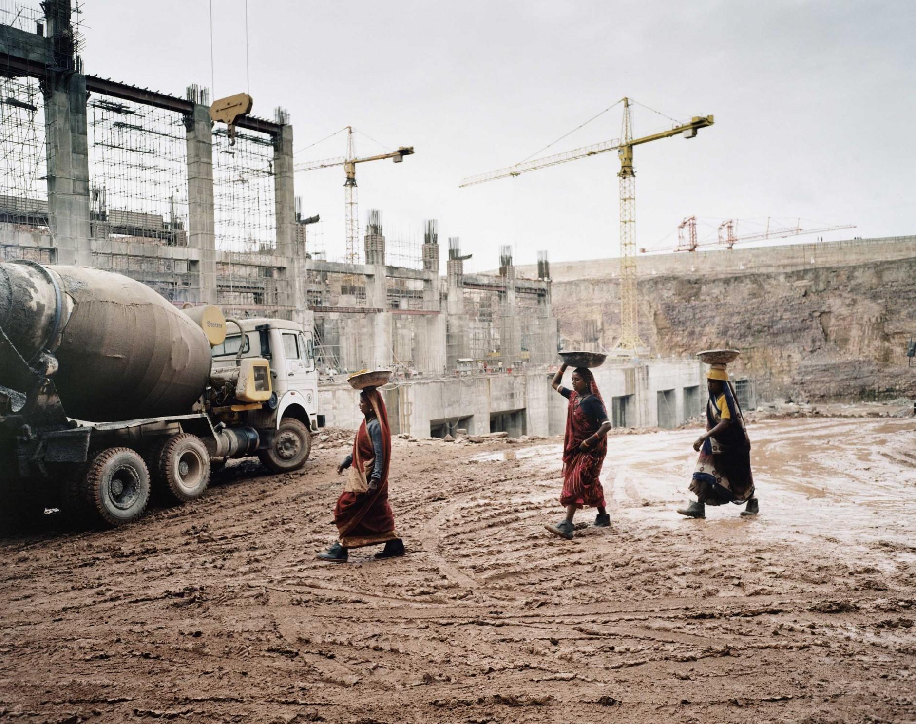 Workers at Hydro Power Site India von Rüdiger Nehmzow für Voith Hydro