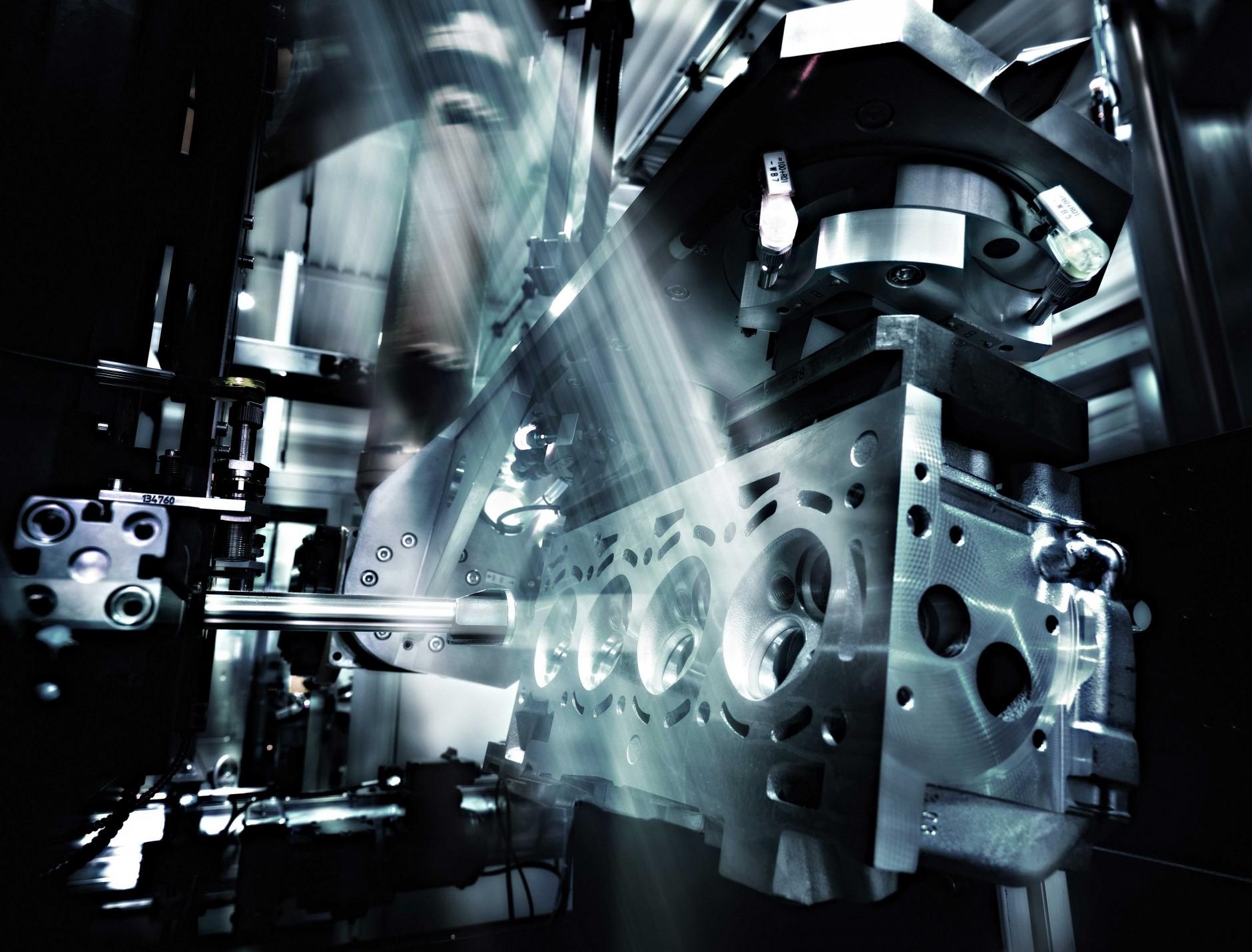 Motorenfertigung von Wolfram Schroll für Elwema Automotive