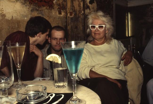 Nan Goldin, Bea with the blue drink, O-Bar, West-Berlin, 1984, © Nan Goldin / Courtesy Matthew Marks Gallery, New York