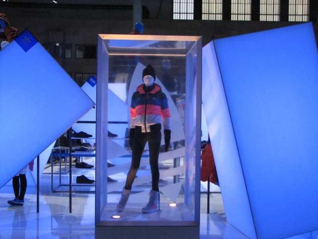 Zwischen Eisbergen: adidas Wintermode