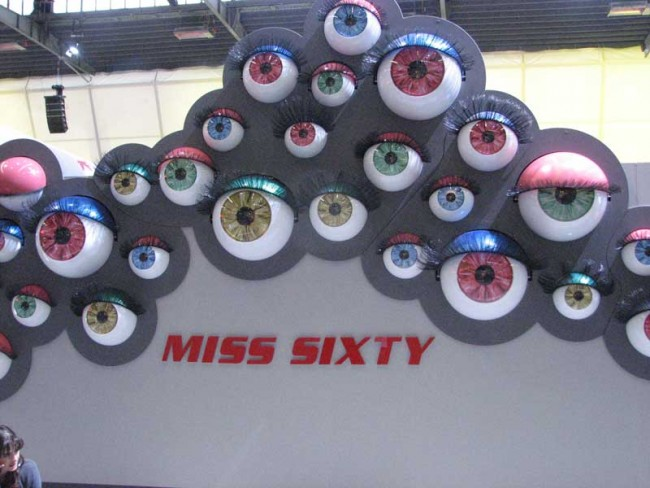 Augenzwinkern bei Miss Sixty