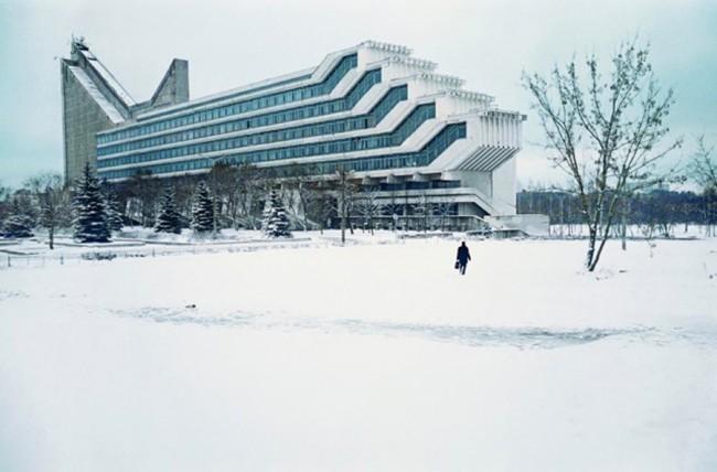 Die Fakultät für Architektur des Polytechnikums Minsk mit überhängenden Hörsälen. (W. Anikin, I. Jesman) Weißrussland, 1983