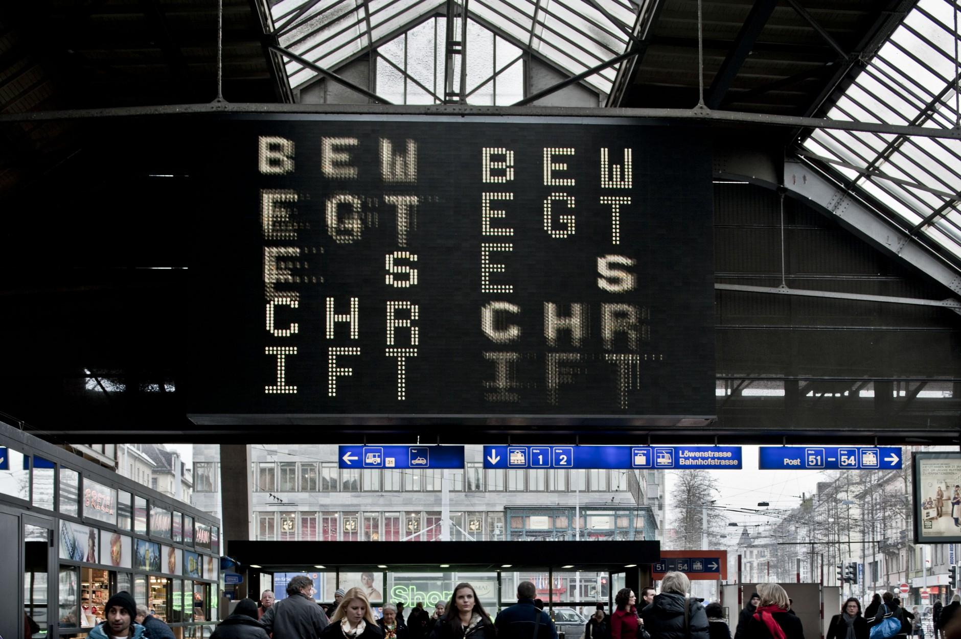 Bewegte Schrift | »Bewegte Schrift« auf dem eBoard im Hauptbahnhof Zürich, 2011, Foto: © ZHdK