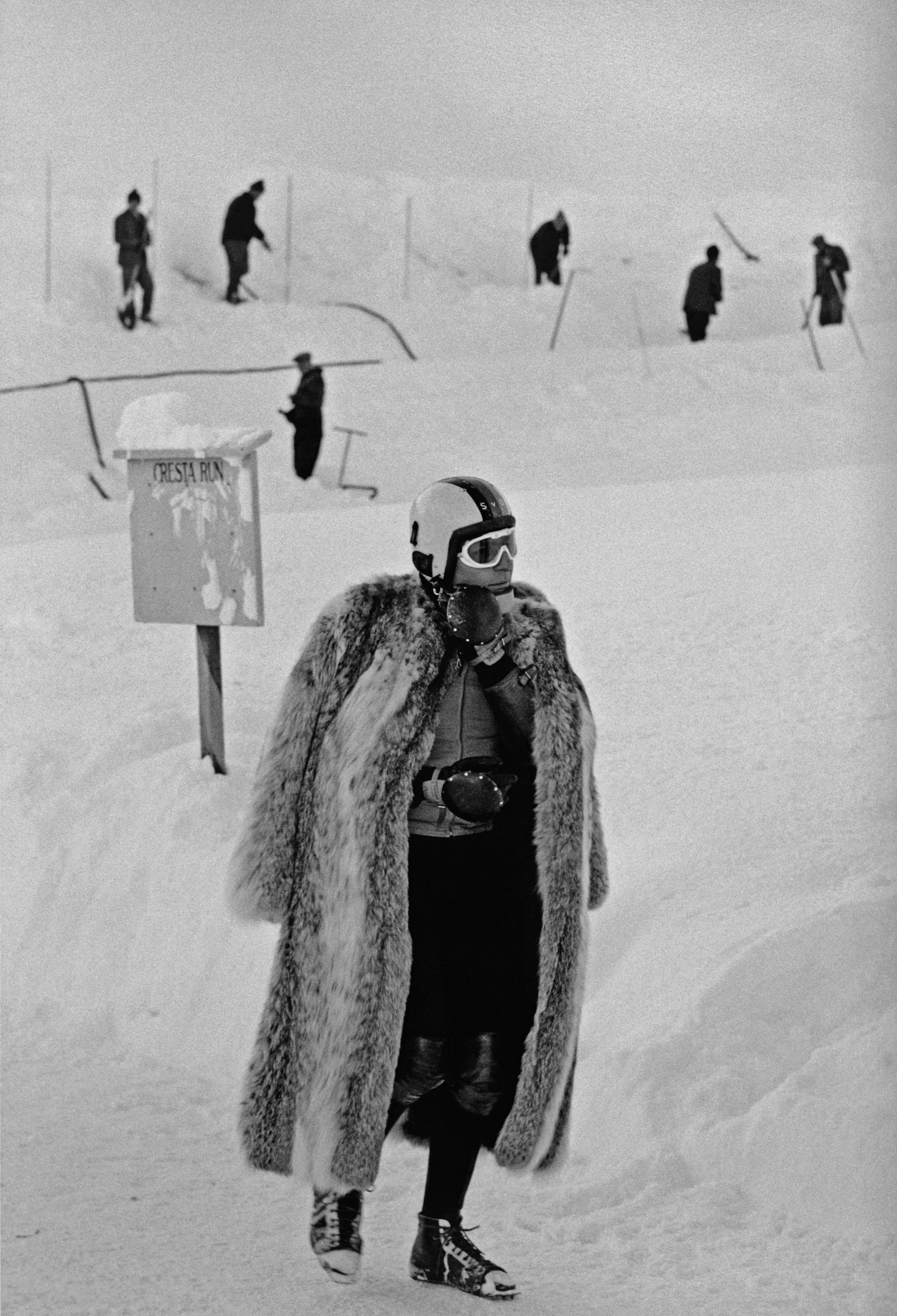 Thomas Hoepker: Gunter Sachs im Pelzmantel, 1966. © Thomas Hoepker/Magnum Photos