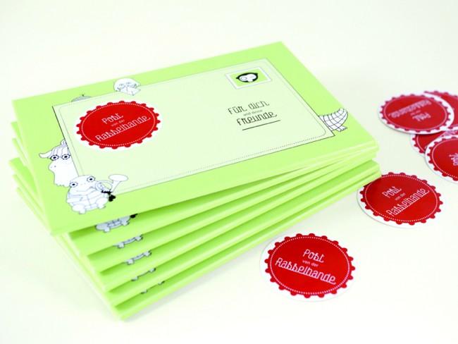 Entwicklung eines Postkartensets für Kinder. Dieses enthält acht verschiedene Postkartenmotive sowie zwei Bögen mit Aufklebern zum selber Ausschneiden.