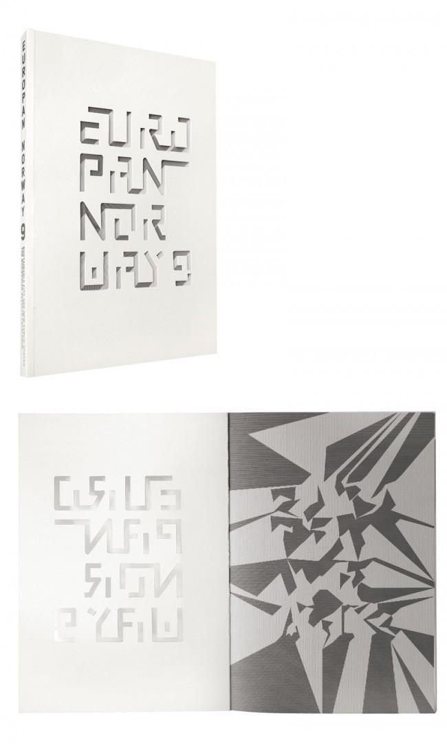 Europan 9 Norway | Katalog über den norwegischen Teil des Europäischen Architekturwettbewerbes »EUROPAN«. Die Buchstaben des Titels sind ausgeschnitten, so dass ein Linienmuster auf der 1. Innenseite sichtbar wird und die ausgeschnittenen Buchstaben dreidimensional erscheinen lässt. Öffnet man das Buch, verschwindet der Eindruck und ein vermeintlich chaotisches Muster wird sichtbar.  Kunde: Europan Norway. Jahr: 2008