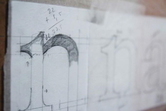 Zweiter Entwurf einer Leseschrift mit Serifen für die Deutsche Bahn   © Erik Spiekermann