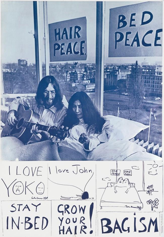 John Lennon (1940–1980) und / and Yoko Ono (*1933) Bleib im Bett – lass dein Haar wachsen / Stay in Bed –Grow your Hair!, Amsterdam 1969 © John Lennon / Nico Koster / VG Bild-Kunst, Bonn 2011 Photo: Nico Koster