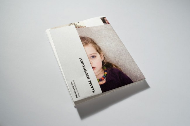 Faltplakat für eine Ausstellung der Klasse Medienkunst der UdK Berlin
