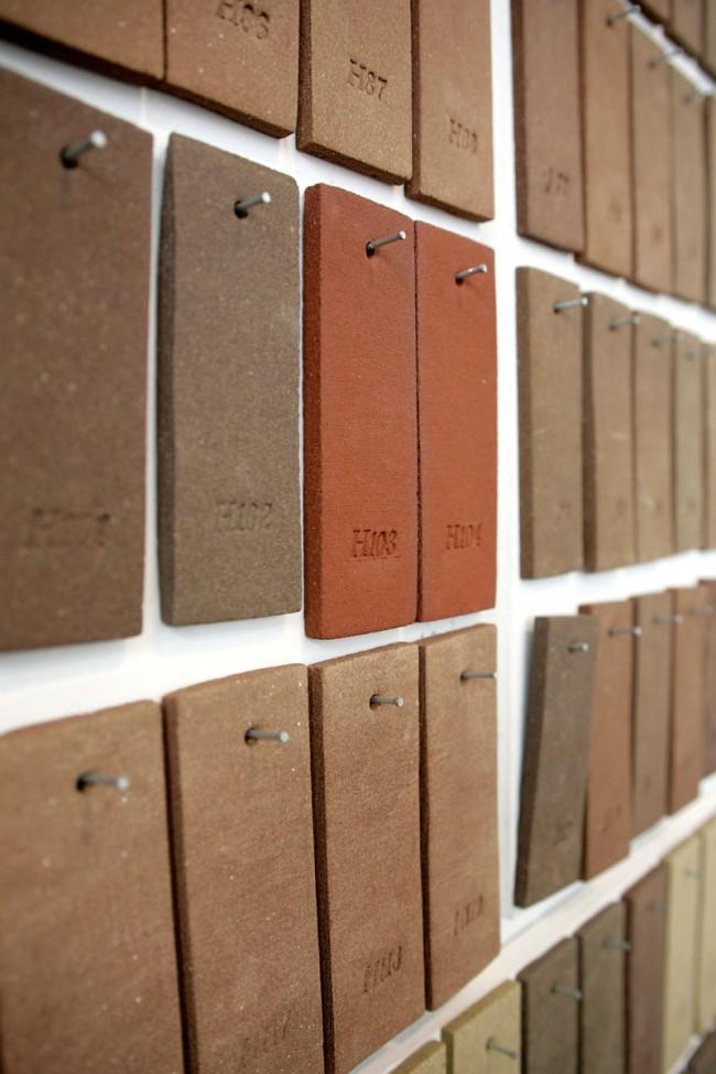 Aus den vielen verschiedenen Tonarten Hollands entstand eine Art Landkarte aus Tonziegeln. © Atelier NL