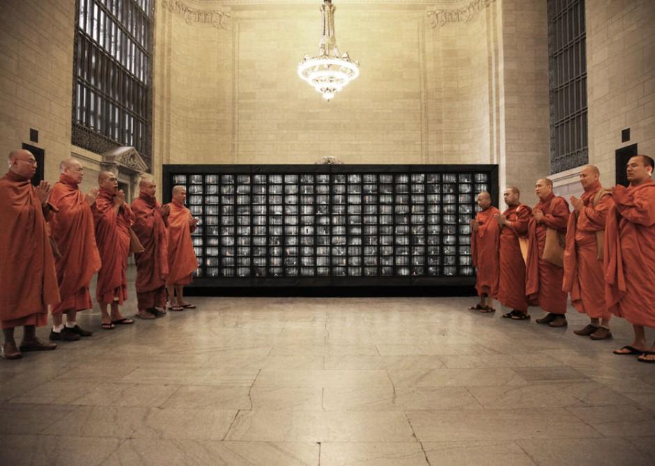 Burma-Kampagne von JWT New York im Grand Central Terminal: Designism Award, Gold Design
