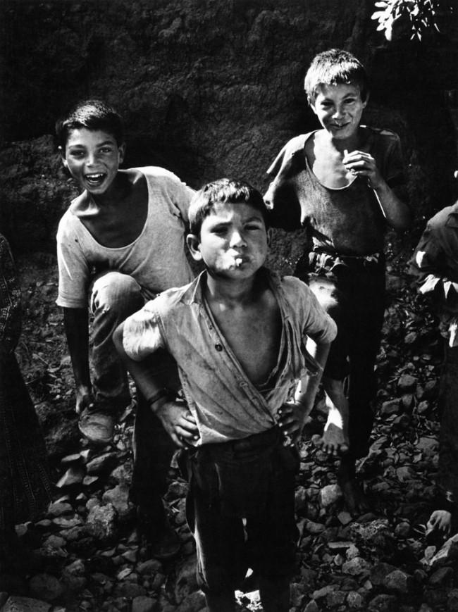 Rauchende Kinder an der Algarve, 1959 © Jürgen Heinemann, 2011