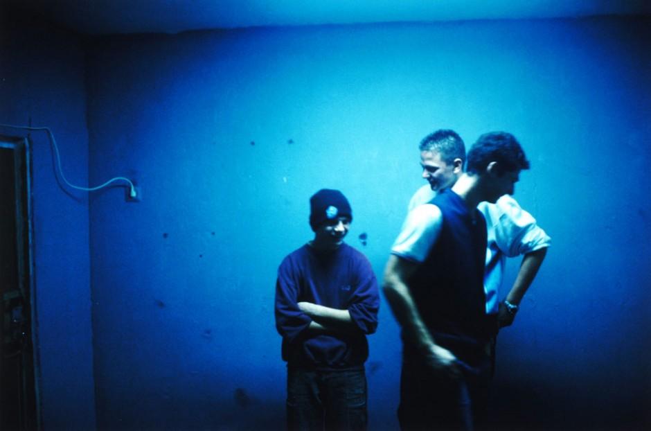 Blaue Jungs, a. d. Serie: Ha Neu, Halle, 2003 © Tobias Zielony, 2011