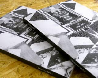 Avalanche Book | 2011. 220-seitige Dokumentation zur Arbeit Avalanche. Beschrieben wird das Projekt selber und die dahin führende Entwicklung und Theorie zur Arbeit mit Räumen. Es entstand in einer Auflage von 10 Exemplaren.