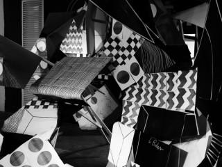 Kreis | Dortmund 2010. Zur Eröffnung des Dortmunder U's entstand die Arbeit im Rahmen der Ausstellung »Sense of Wonder«. Fotokopien, Lack, Holz, Pappe und Klebeband.
