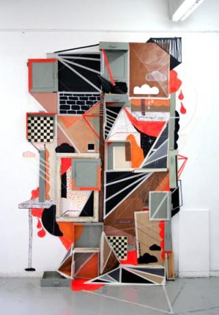 Puerta | Barcelona 2009. Freie Installation an der Universität von Barcelona. Fundholz, Pappe, Faden, Klebeband und Lack.