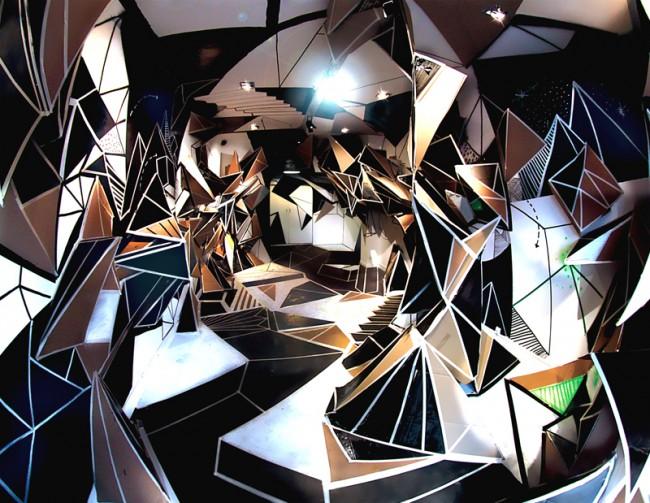 Seize | Marseille 2009. Installation für die Eröffnung der Galerie Seize. Die Installation entstand innerhalb einer Woche. Pappe, Lack und Klebeband.