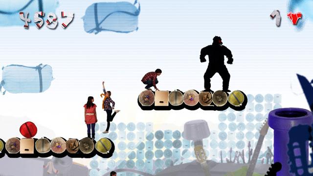 Sony Ericson Fanwalk | Die vier Fanwalker durchlaufen mehrere collagierte Welten. Vom Computerspiel über den Wald bis hin zur Unterwasserwelt