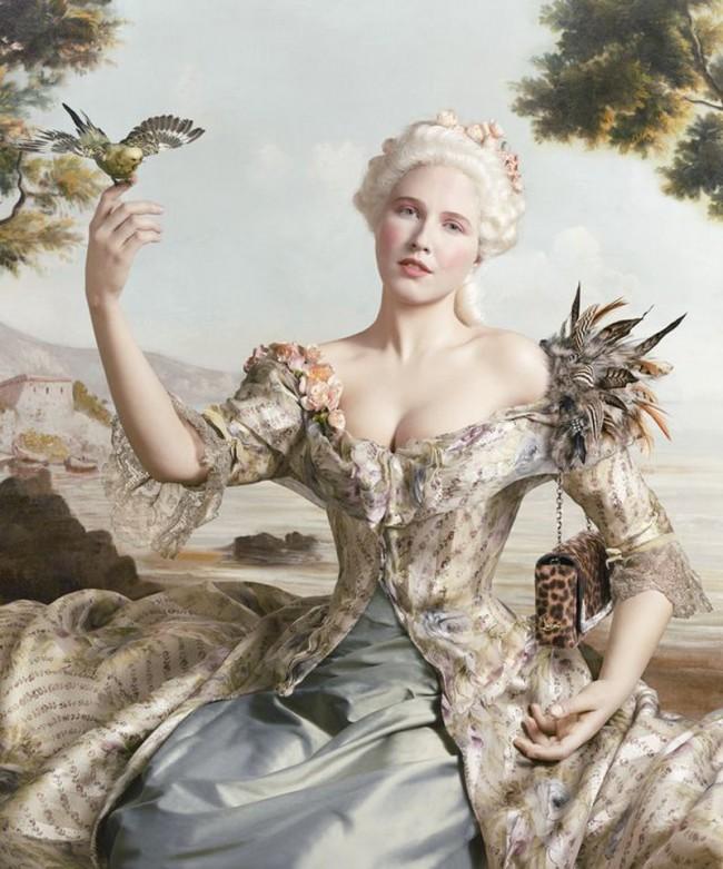 Auf Lippmanns Foto trägt die »Marquise D'Antin«, im Original von Jean-Marc Nattier, eine Tasche von Louboutin