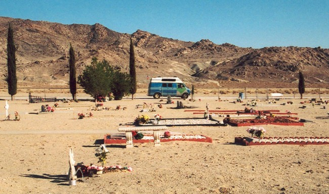 LAND OF PLENTY - Trona Friedhof