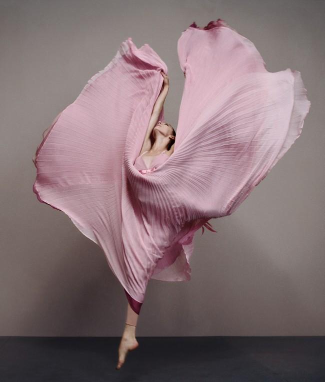 Ein Kleid aus der Frühjahr/Sommer-Kollektion 2004 von Rena Lange