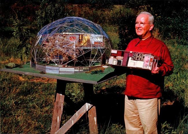 R. Buckminster Fuller mit dem Skybreak Dome, 1949, Courtesy, The Estate of R. Buckminster Fuller