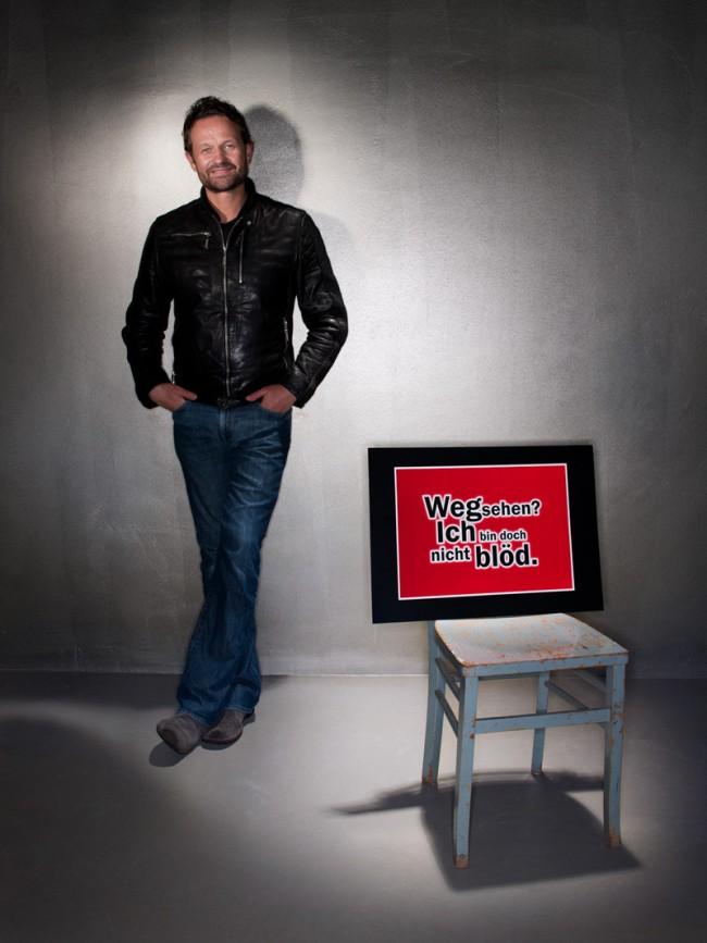 André Kempers (Kempertrautmann) Claim für Mediamarkt änderte der Texter Michael Kaese zu »Wegsehen? Ich bin doch nicht blöd.«