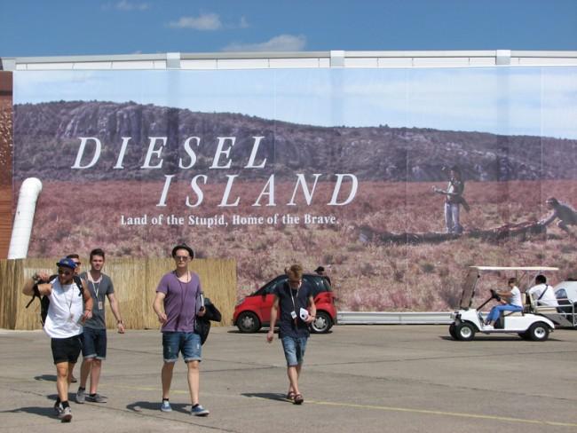 Spektakuläre Ausseninstallation: Diesel Island