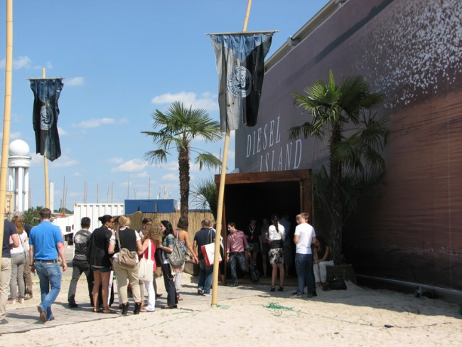 Eingang zum Diesel Island Showroom