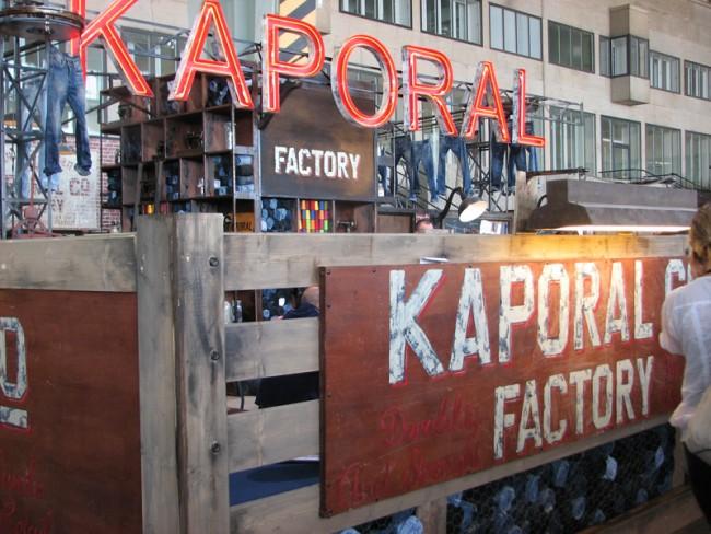 Kaporal im Factory-Stil