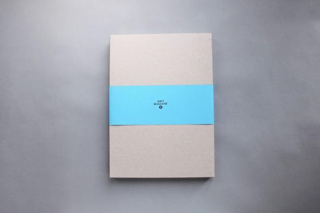 Ungewöhnlich: das Magazin kommt verpackt in einer Box, statt gebunden