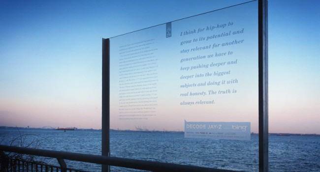 Plexiglas-Wand bei den  Brooklyn Piers in Red Hook