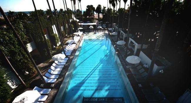 Pool des Delano Hotels in Miami. Hier fand die Launch-Party der Kamapgne statt
