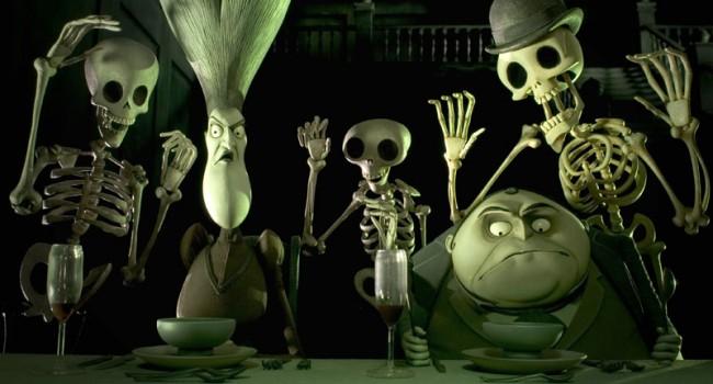 Tim Burton's Corpse Bride, 2005 | Directed by Tim Burton | Zu sehen sind: Maudeline Everglot, gesprochen von Joanna Lumley, and Finis Everglot, gesprochen von Albert Finney, umgeben von den Bewohnern des »Land of the Dead« | Bildrechte bei Warner Bros. Pictures