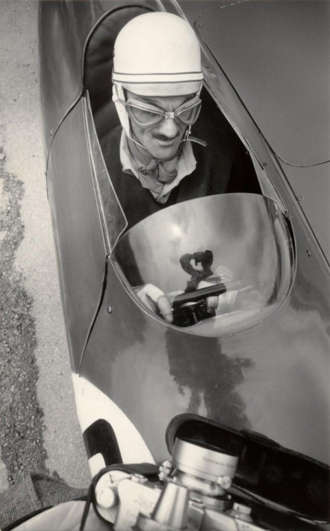 Carlo Mollino on his Bisiluro car, 1955 | Photo: Invernizzi