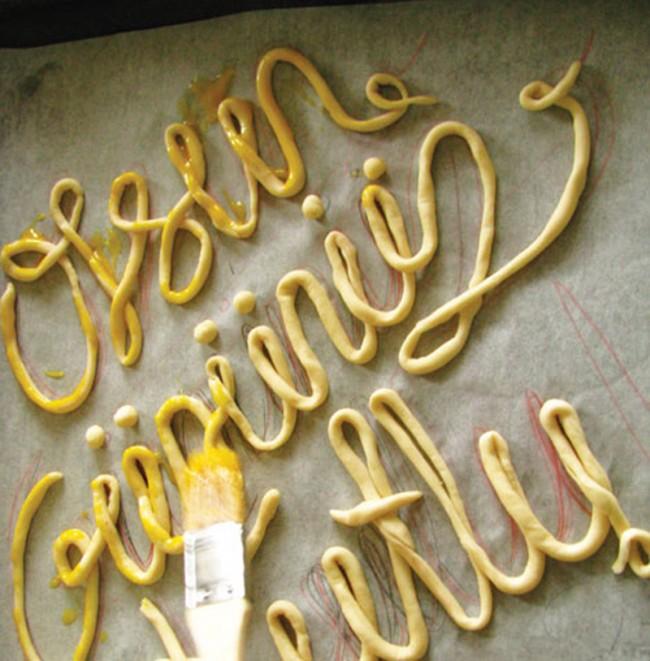 Burcu Günister experimentiert gern: gebackenene Typo für den Tag der Frauenrechte und Anzeigen für Rowenta (mit der Agentur Publicis Bold, Istanbul)