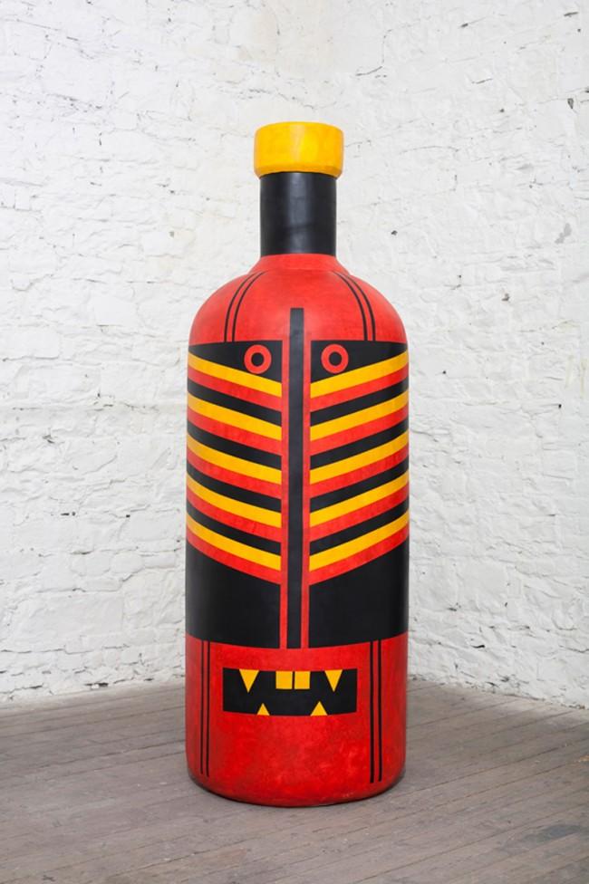 Der Illustrator Ben Newman verpasste der Flasche eine Maske