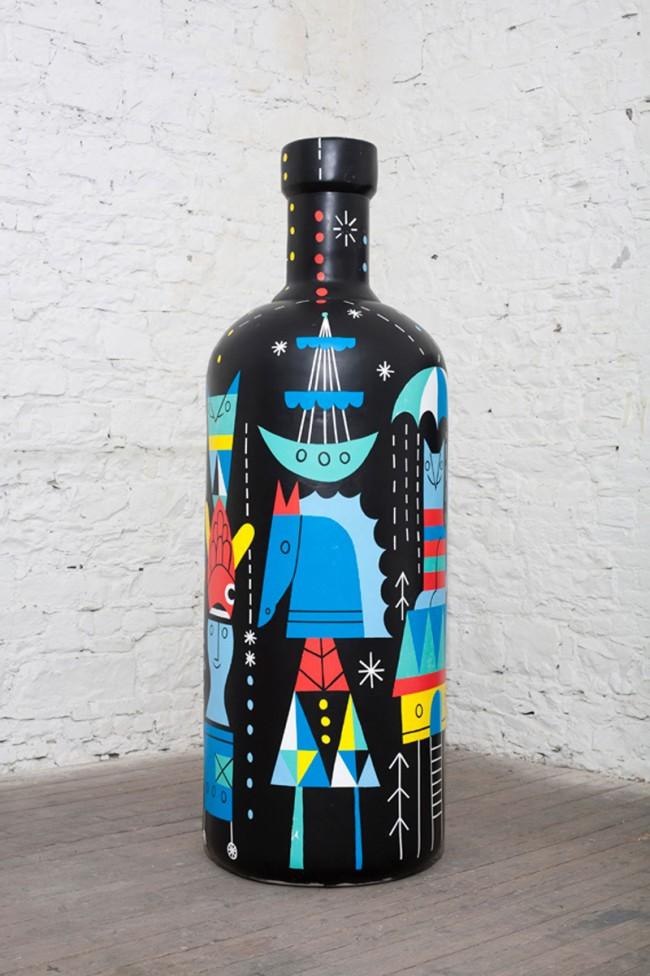 Rilla Alexander aus dem Rinzen Kollektiv illustrierte die Flasche