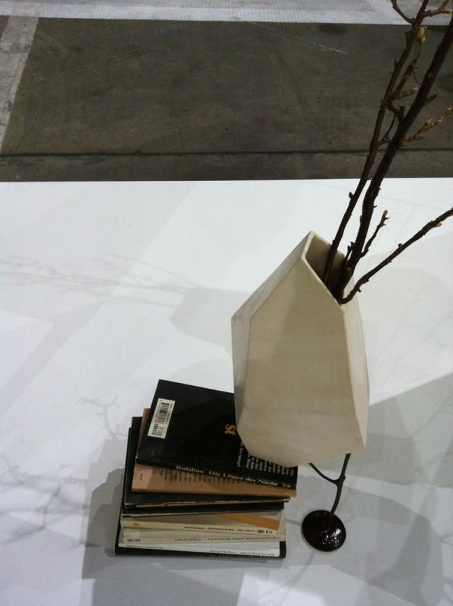 Abgestützte Vase von Jaim Telias in der »Ventura«-Sonderschau