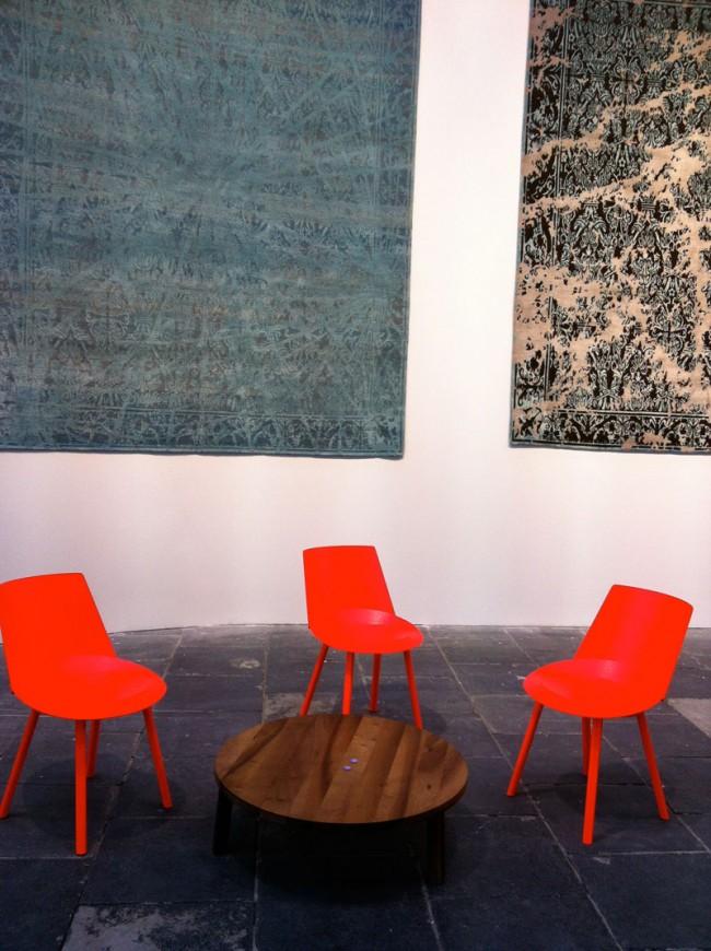 Teppiche wie Gemälde von Jan Kath, Möbel von E15