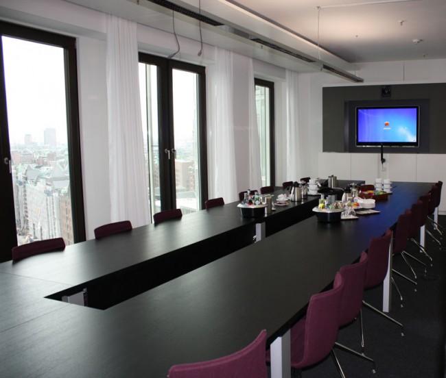 Medienkonferenzraum im neuen Gebäude