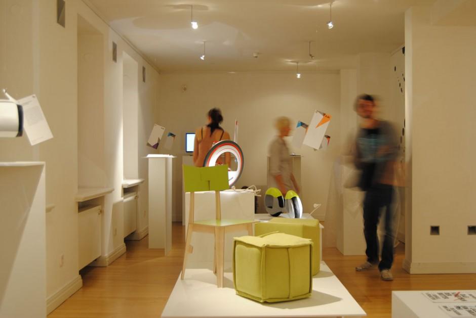 Blick in Ausstellung »Was geht« im Wilhelm Wagenfeld Haus