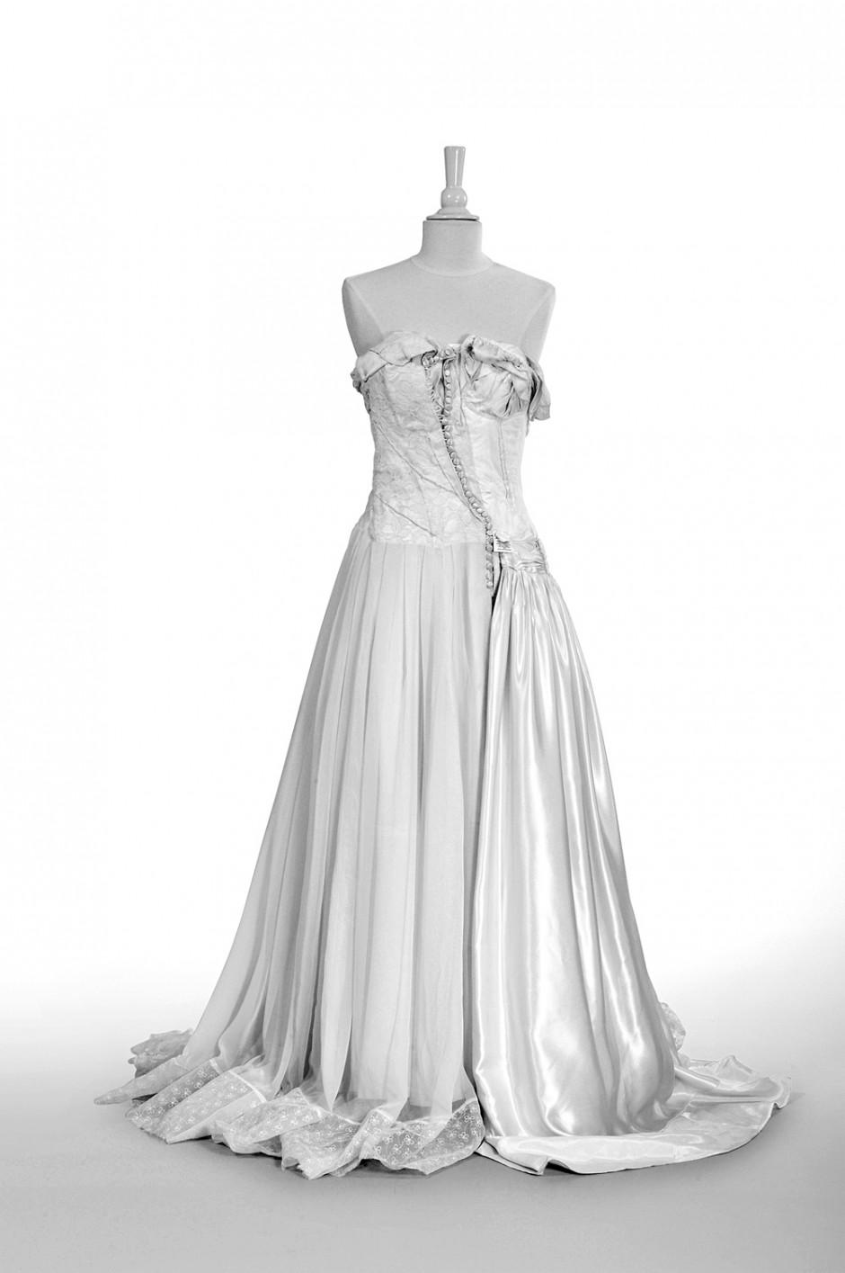Martin Margiela | Vintage Hochzeitskleid, Maison Martin Margiela, Linie O Artisanal, Paris, 2005, Foto: Maria Tuszynska-Thrun, © Museum für Kunst und Gewerbe Hamburg